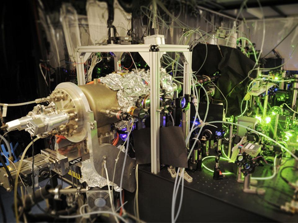 در آزمایشگاه: استفاده از فناوری لیزر برای به دام انداختن اتمها