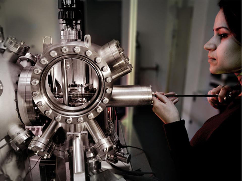 در آزمایشگاه: میکروسکوپ ها و اثر تونلی