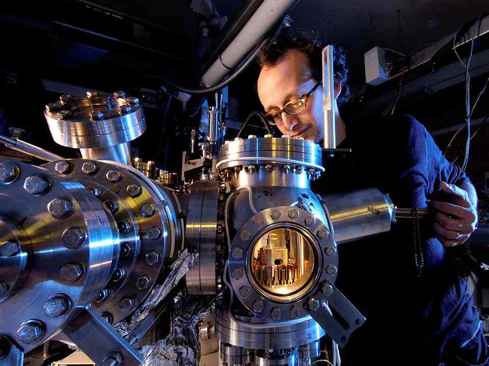 کاربرد آزمایشگاهی:استفاده میکروسکوپ تونلی روبشی برای مشاهده لایه های نازک